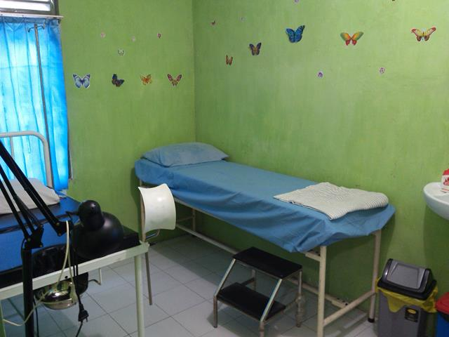 Ruangan Periksa Klinik KIA KB dan Klinik Sehat/IVA